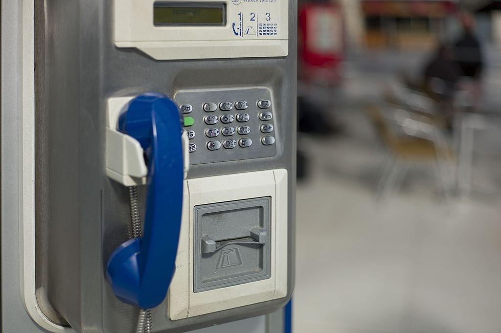 Teléfono en París